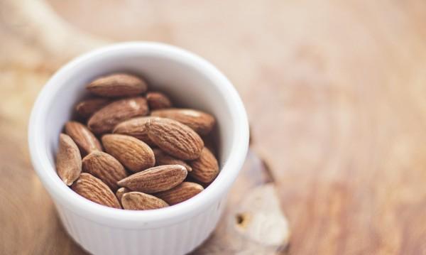 Хапвайте бадеми за здраво сърце и добра памет