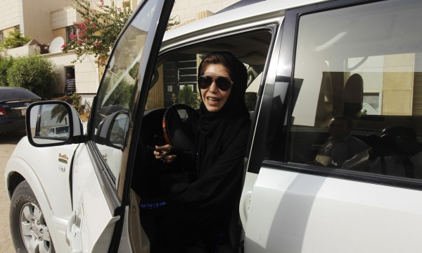 Сияещи саудитки! Първите 10 с шофьорска книжка