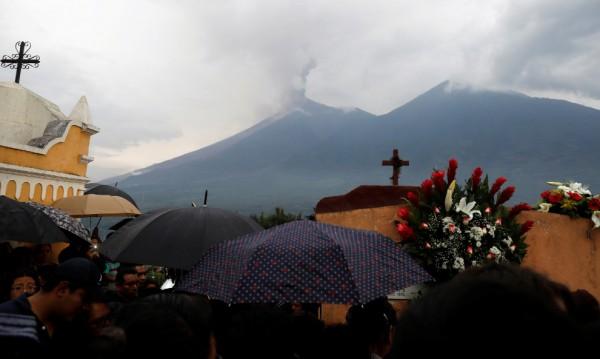 Расте броят на загиналите от вулкана в Гватемала