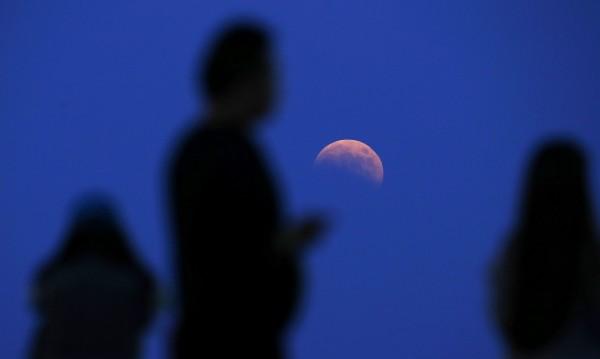 Луната се отдалечава: Денонощията се удължават!