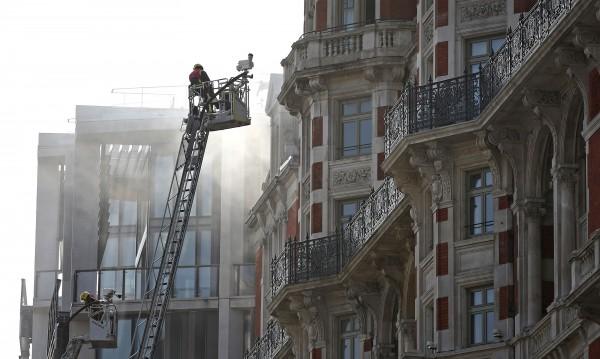Пожар в петзвезден хотел в Лондон