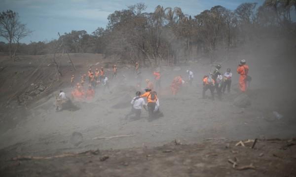 99 са загинали от изригването на Фуего в Гватемала