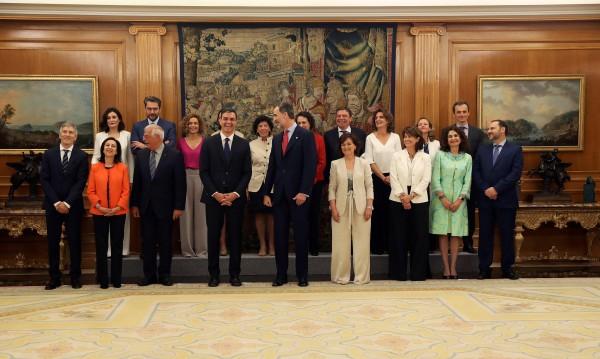 Новият кабинет на Испания: 11 жени и 6 мъже
