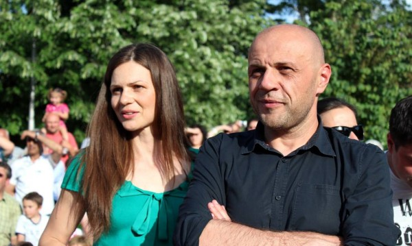Роми към Дончев заради Дончева: Осъдете я или си ходете!