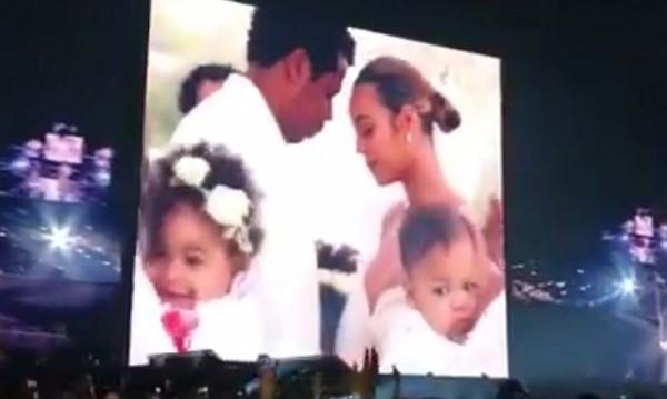 Джей Зи и Бионсе показаха любовта си и близнаците на концерт