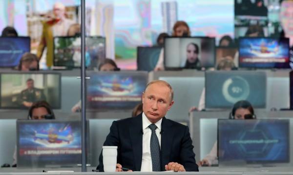 """""""Пряката линия"""" на Путин – инструмент за управление"""