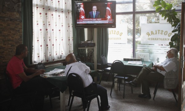 Предизборно Ердоган обеща: Безплатни сладкиши и чай