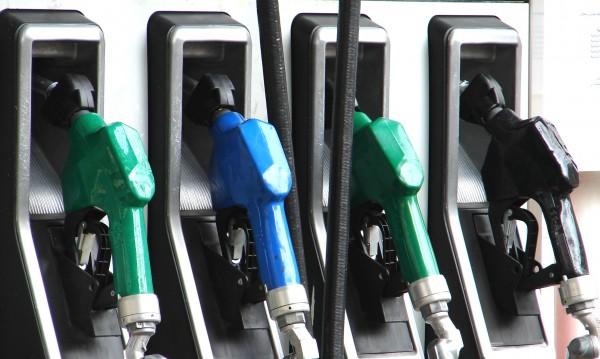 Горивата катерят нови висини: 2,35 за литър бензин и дизел