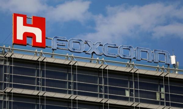 $2,26 на час – заплата на неквалифициран служител на Foxconn