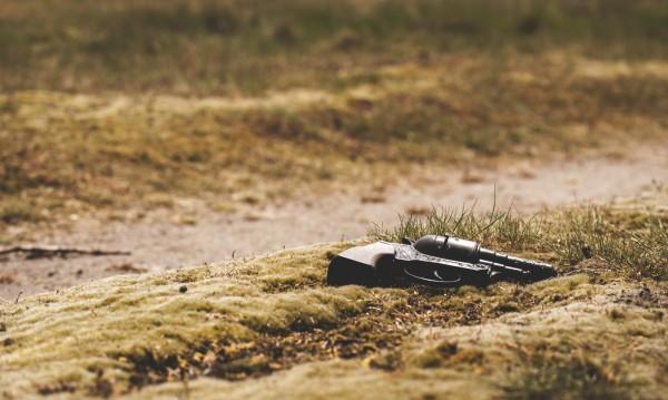 Млада жена се самоуби във Враца, полицай се гръмна в Перник