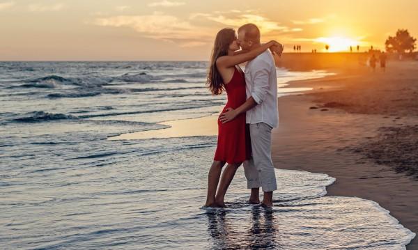Кои зодии ще се радват на късмет в любовта през юни?