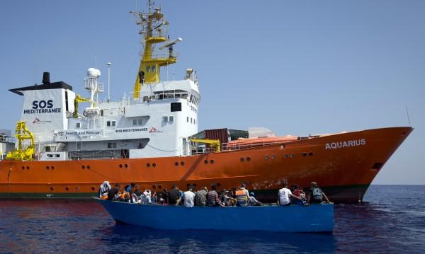 ООН и ЕС: Корабът с 600 бежанци незабавно да акостира!
