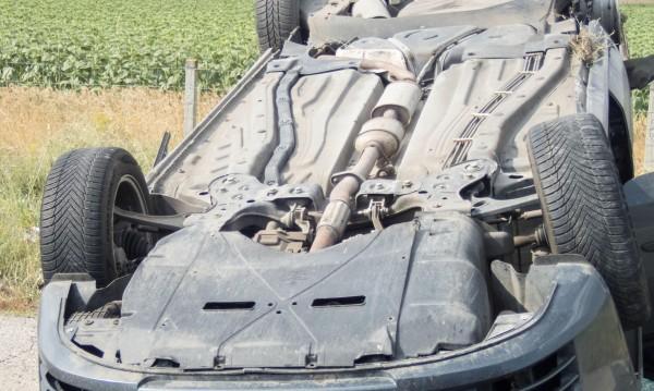 Кола излетя, шофьорът умря на място