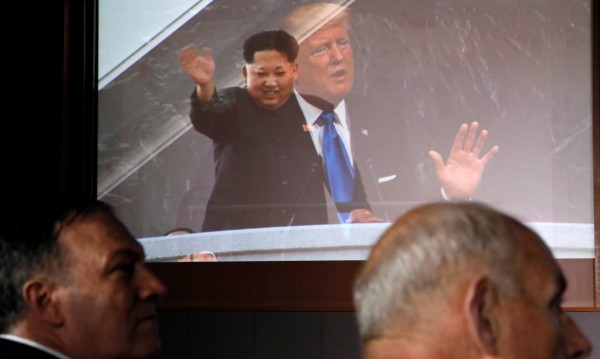 След срещата в Сингапур: Не Тръмп, Ким печели битката за сърцата