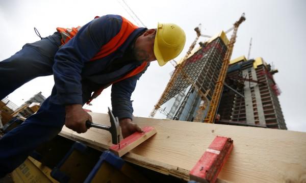 Заради липса на кадри: Фирми сменят политиката към служителите