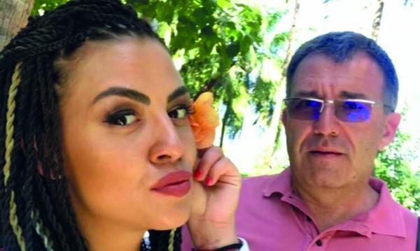 Деси Цонева с 19 г. по-възрастен, извадил я от депресията