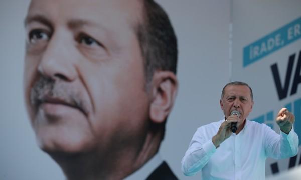 Ердоган маха извънредното положение, ако спечели вота