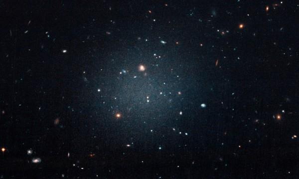 Има ли тъмна материя в галактики джуджета, съседни на Млечния път?