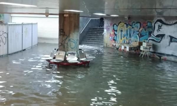 Потоп: Буря наводни улици и подлези в София