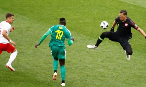 Автогол, грешка и Сенегал би Полша с 2:1