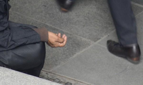 Глухи, а? Нова измама пълзи по софийските улици
