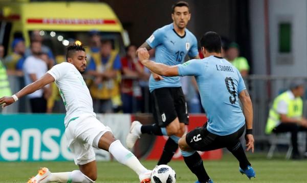Вратарска грешка прати Уругвай на 1/8-финалите на световното