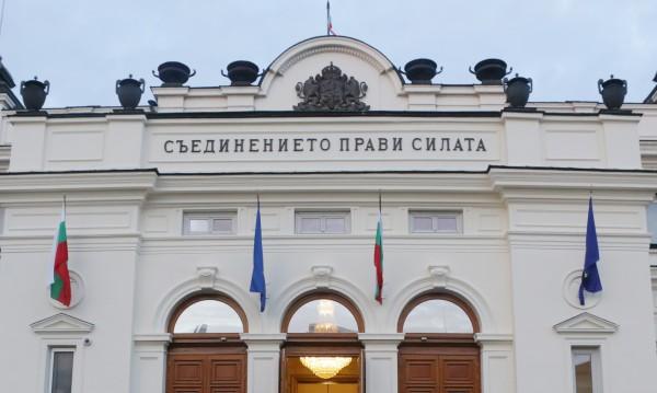 """""""Юнски парламент"""": ГЕРБ пред БСП с 3,3%, в НС влизат 4 партии"""