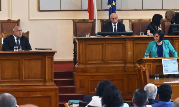 Нинова срещу Борисов за мигрантите: Нов скандал в парламента!