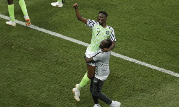 Нигерия гледа към елиминациите след победа с 2:0 над Исландия