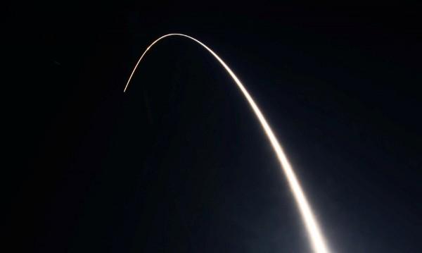Спътници ще се сблъскват с космически боклук на всеки 5-9 г.