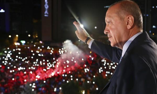 """""""Хиперпрезидентски"""" режим за Ердоган в Турция"""