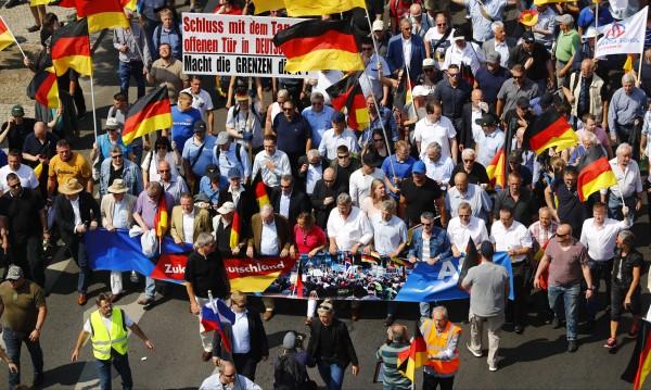 Дисбаланс: АзГ печели точки – за сметка на Меркел