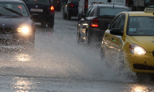 Сряда: Циклон ни носи дъжд и гръмотевици