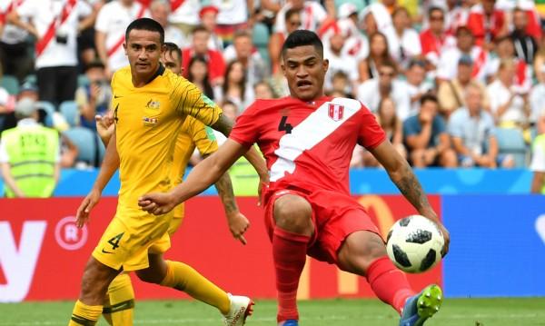 Перу победи, но си тръгва с Австралия от Мондиала