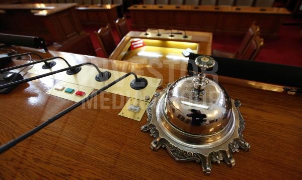 Вчера 2 часа, днес 4: Работният ден на депутатите