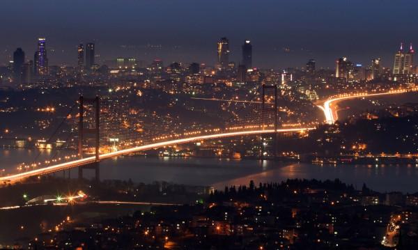 Потоп и в Истанбул: Наводнени улици, спрени полети