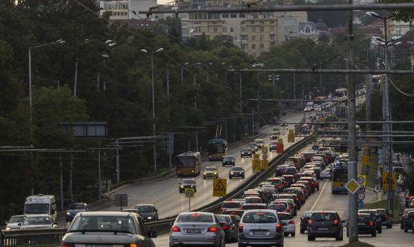 София: В колите - все повече, в автобуса - все по-малко