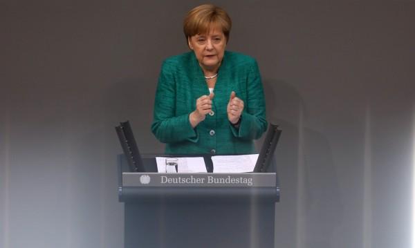 Меркел: Съдбата на Европа е на карта заради мигрантите!