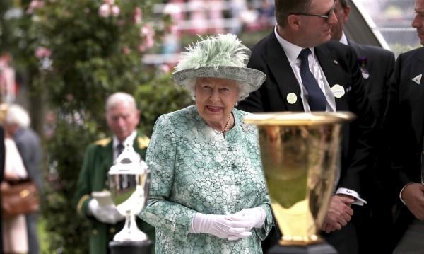 """Елизабет II – зле, пропуска служба в """"Сейнт Пол"""""""