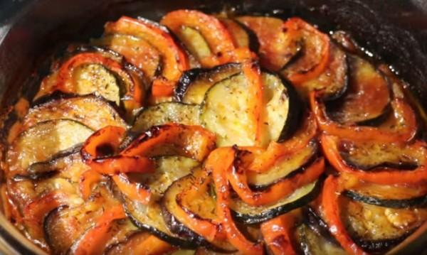 Рецептата Dnes: Печен патладжан с домати и чесън