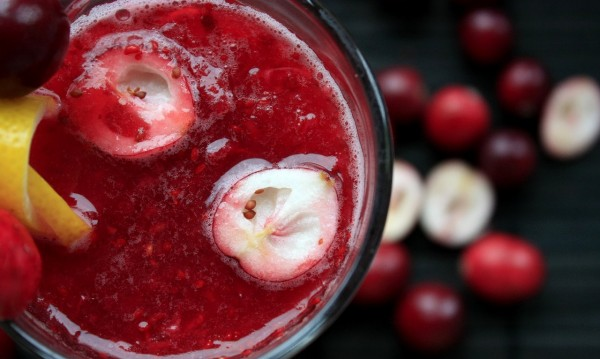 Сок от червени боровинки - за здраво сърце и силни кости