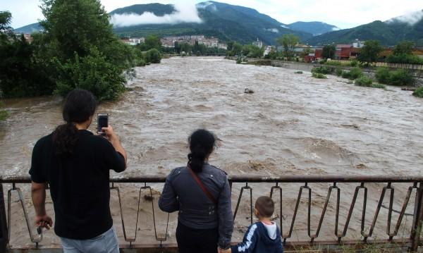 България след потопа: Най-тежко e в Роман и Етрополе