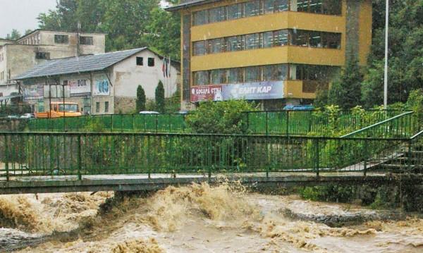 Наводненията взеха първа жертва в Роман