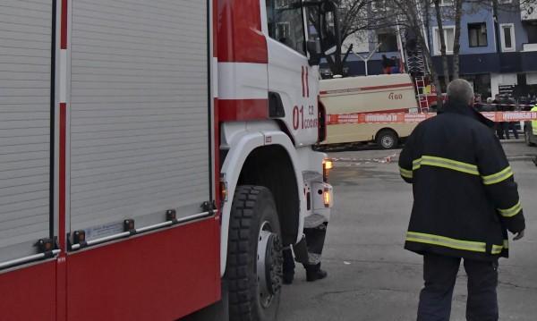 Пожар гори във Връбница! Пожарни, линейка...