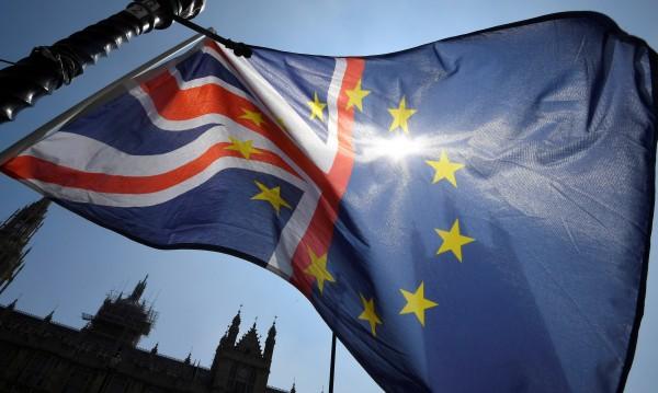 Британски консерватори към Мей: Brexit да е пълен!