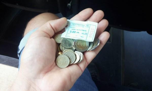 Срещу 20 лева за билетче: Бясна кондукторка върна 17 лв. на монети