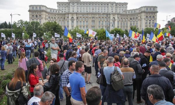 Хиляди на протест в Букурещ срещу промени в НК