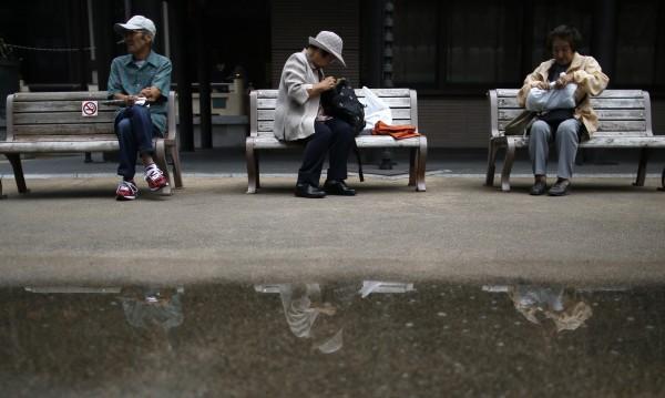 """Япония застарява: """"Сега имаме повече погребални бюра"""""""