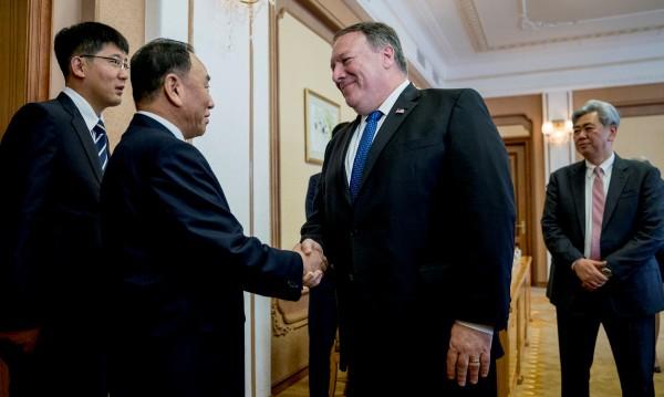 Помпейо пристигна в Пхенян – за какво ще преговаря?