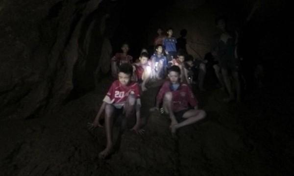 ФИФА кани децата от пещерата на финала на Мондиала